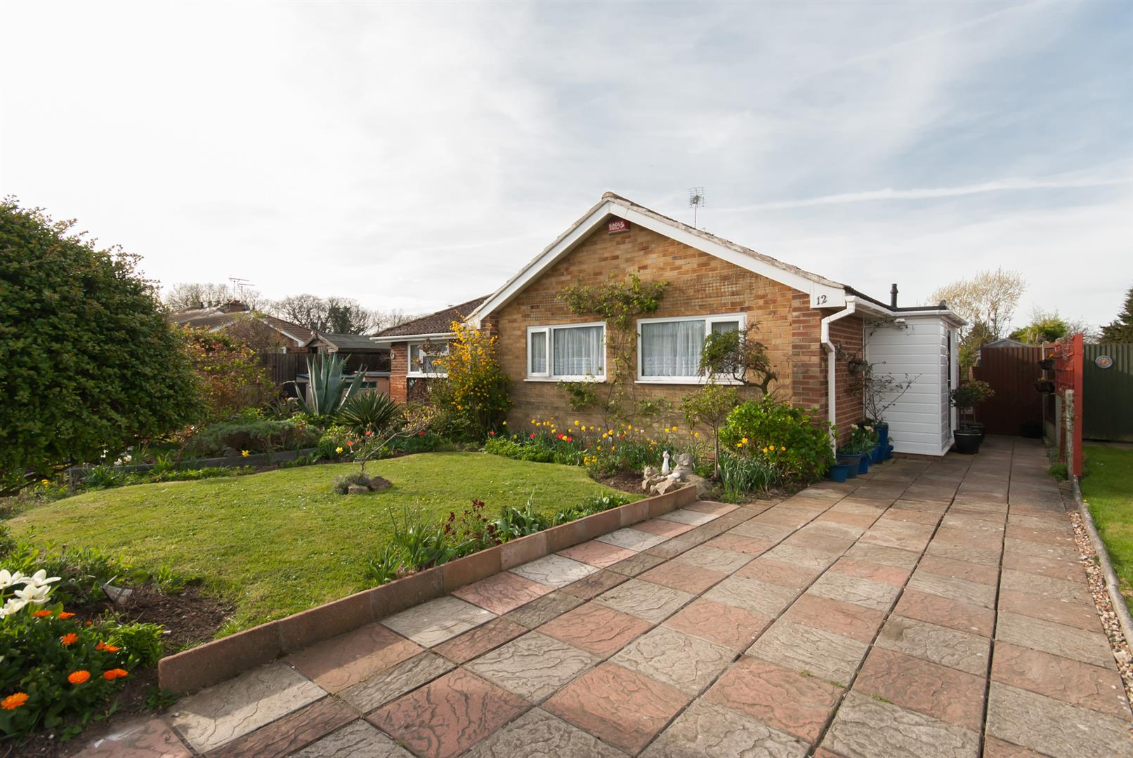 2 Bedrooms Semi Detached Bungalow for sale in Woodland Avenue, BIRCHINGTON